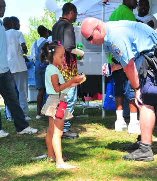 girl talking with police officer at Lincoln Heights community day